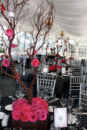 Cairnwood-Manzanita-Branch-Centerpieces-by-Belvedere-Flowers-for-Philadelphia-Weddings